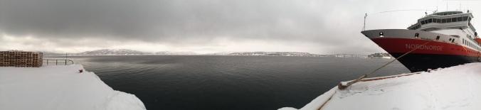 Trotz Polarnacht ein Hauch von Licht in Finnsnes, Copyright: insidenorway
